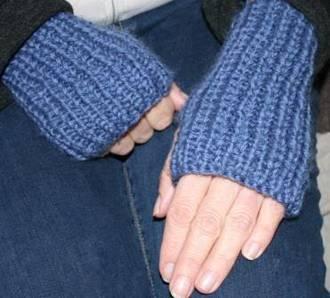 Free Knitting Patterns Nz : Free Merino Hand Warmers Knitting Pattern